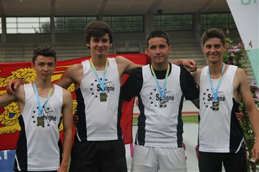 Le 4 x 400 m junior en bronze à Blois